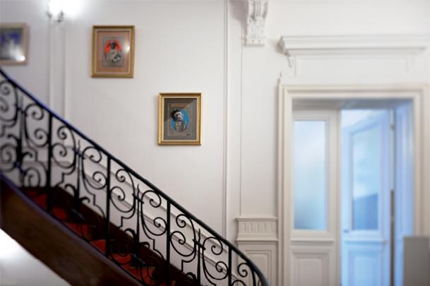 Quelques oeuvres de Cédric Marcillac le long de l'escalier
